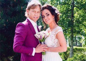 Жена Карпина призналась, что тренер сделал ейпредложение, брея подмышку
