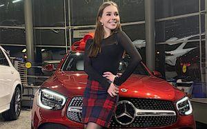 Фигуристка Нугуманова стала амбассадором Mercedes в Петербурге и получила в пользование авто за 5 млн рублей: фото