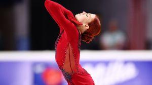 Трусова снова упала с тройного акселя на турнире в США. Но это не мешает ей лидировать