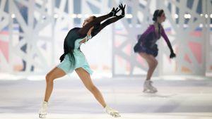 Медведева скрутила колесо в новой программе, Загитова упала: встреча фигуристок на шоу в Москве