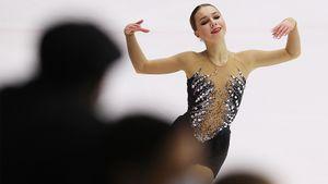 Нугуманова заменит Медведеву на Гран-при России. Она показала свою академию, личную раздевалку и подарки от фанатов