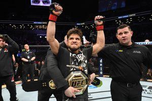Чемпион UFC Сехудо объявил об уходе из ММА, открыв путь к титулу русскому бойцу. Петр Ян назвал его клоуном