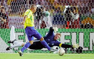 Роналдо сталбы самым дорогим футболистом мира, еслибы играл сейчас. Неймар былбы лишь 8-м