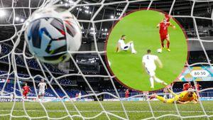 Дзюба забил гол, воспользовавшись курьезной ошибкой сербского защитника, упавшего на ровном месте: видео