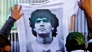 Диего Марадона скончался. Недавно он лечился от зависимости и попал в запутанную историю с операцией на мозге