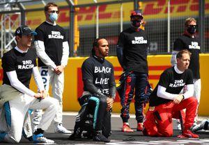 Квят, Райкконен и еще 5 гонщиков не встали на колено перед Гран-при Великобритании