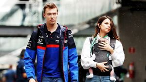 Бразильская модель рассталась с русским гонщиком Квятом. Теперь ее травят в инстаграме
