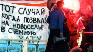 Фанаты «Спартака» высмеивали «Динамо», бело-голубые жгли атрибутику. Главные фото дерби