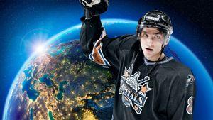 Доллар по 28 рублей, Путин — уже президент. Каким был мир, когда Овечкин забил первый гол в НХЛ