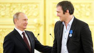 «Овечкин нарисует портрет Путина на своей голове». Что говорят в Америке о появлении рекламы на шлемах игроков НХЛ