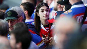 Жены Овечкина иМалкина круче тренеров сборной России. Они прилетели наЧМ, имужья начали жечь
