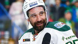 Легенда КХЛ продолжит играть в хоккей и в 40 лет. «Ак Барс» оставил Зарипова— от этого выиграют все