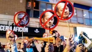 Протесты в «Валенсии». Болельщики требуют ухода президента, который за копейки продал капитана и лидера команды