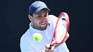 Российский теннисист совершил героический камбэк и добрался до 1/4 финала дебютного «Шлема». Такого не было 25 лет