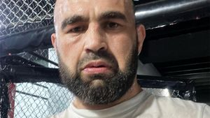 «Мучаемся уже 7 лет». Российский боец UFC рассказал о большом горе в семье