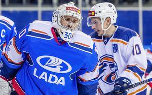 Российский вратарь глотнул клоунский гол изчужой зоны. Несмейтесь, так чудил даже Бобровский