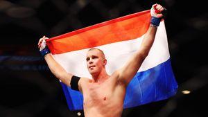 Самый высокий боец в истории UFC объявил о завершении карьеры