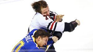 Знаменитая драка русского хоккеиста Панарина. Он без шансов побил канадца Апшолла, который был на 13 кг тяжелее