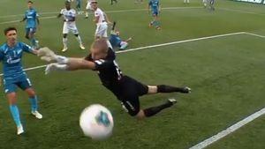 Игрок «Оренбурга» Фамейе поддержал движение Black Lives Matter, празднуя гол в ворота «Зенита»