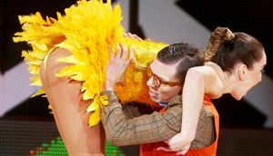 «На Первом канале устроили вакханалию». Бузова и Соловьев зажгли под Angry Birds: видео