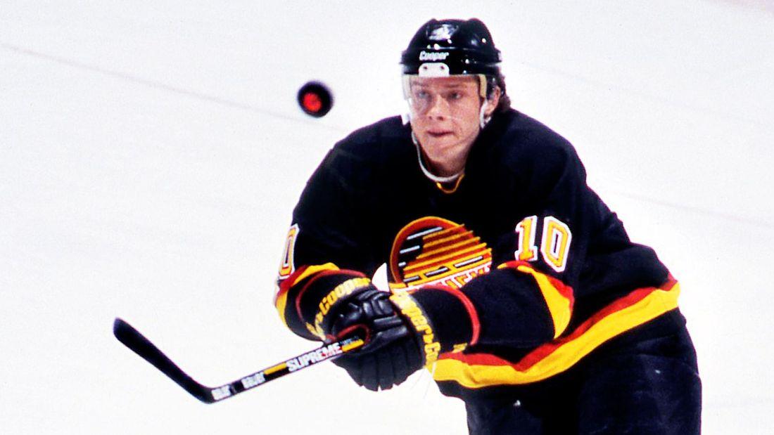 Знаменитый гол русского хоккеиста Буре. Он исполнил сложнейший трюк, умчавшись от легенды НХЛ: видео
