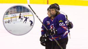 Комичный гол 15-летнего хоккеиста в матче взрослых команд. Белорус Дудко бросил в борт, но шайба залетела в ворота
