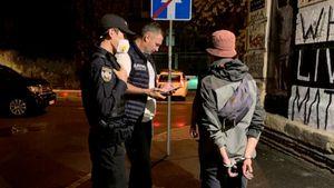 Виталий Кличко задержал двух вандалов, написавших White Lives Matter на одном из зданий Киева