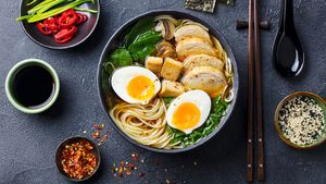 Рамен— вкусное насыщенное блюдо из бульона, лапши и разных добавок. Как приготовить дома