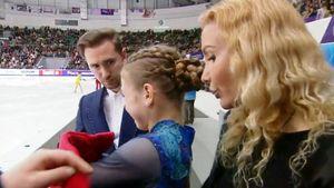 Тарасова поддержала расплакавшуюся Трусову после неудачного проката начемпионате России