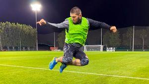 Хабиб провел праздники с уклоном в футбол: отдохнул с главным фаном из РПЛ и сыграл с любимым футболистом отца