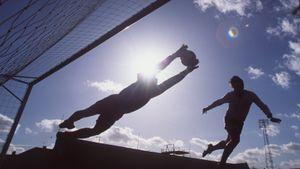 Бессрочный сезон, перенос трансферного окна, продление контрактов. Как футбол будет жить после коронавируса