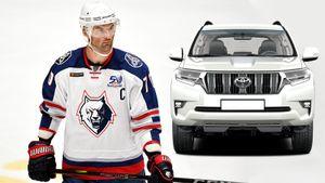 Самый грубый хоккеист КХЛ перепутал «крузак» станком. Захарчук протаранил машину исбил светофор