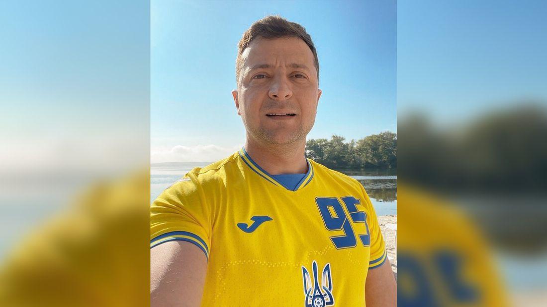 Зеленский выложил фото в скандальной форме сборной Украины с Крымом