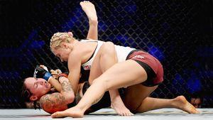 Россия удачно начинает на UFC в Вегасе. Первую победу одержала девушка из Петербурга