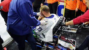 «Оннедвигался, авокруг было много крови». Ужасная травма хоккеиста потрясла Америку
