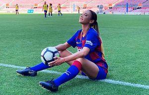 Бузова сыграла в футбол на стадионе «Барселоны», сдержав обещание