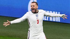 Страшные травмы англичанина, забившего исторический гол в финале Евро. Шоу вырубился на поле и мог потерять ногу