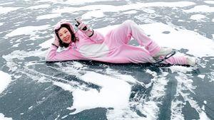Куда пропала звездная ученица Тутберидзе? Учится в МГИМО, рассекает по замерзшему озеру, поет — в спорт не вернется