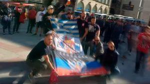 Болельщики «Црвены Звезды» привезли наматч с«Баварией» флаг самопровозглашенной ДНР