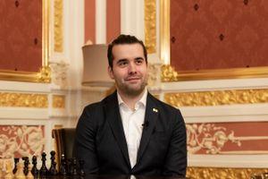 Как россиянин Непомнящий готовится к матчу с чемпионом мира Карлсеном? Спойлер: не только играет в шахматы