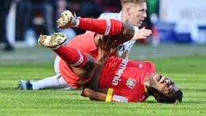 Защитник «Байера» Фосу-Менса получил разрыв крестообразной связки колена и пропустит Евро-2020