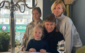 «Легков, что по стилю скажешь?» Ягудин показал, как его дочки катаются на лыжах: видео