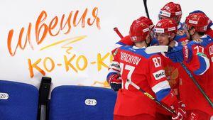 Болельщица использовала флаг России в качестве платья, легендарный Третьяк привел на хоккей жену и дочь: фото