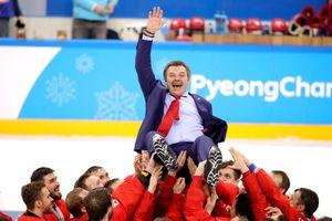 Хоккеисты сборной России спели гимн на церемонии награждения