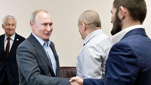 «Дорогой, поздравляю». Путин встретился сХабибом 2-й раз за10 месяцев