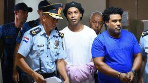Роналдиньо выпустили из тюрьмы. Он провел за решеткой 32 дня и выиграл в футбольном турнире поросенка