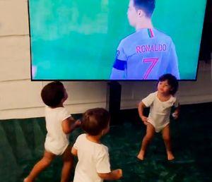 Невеста Роналду показала, как его дети радуются голам папы засборную