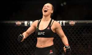 Экс-чемпионка UFC показала готовность к эпидемии коронавируса. Фанаты обвинили ее в создании паники
