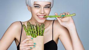 Лето— время спаржи. Диетический овощ нравится всем, кто следит за калориями и любит вкусно поесть