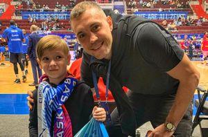 Дзюба побывал на матче «Зенит» — «Барселона» в плей-офф баскетбольной Евролиги